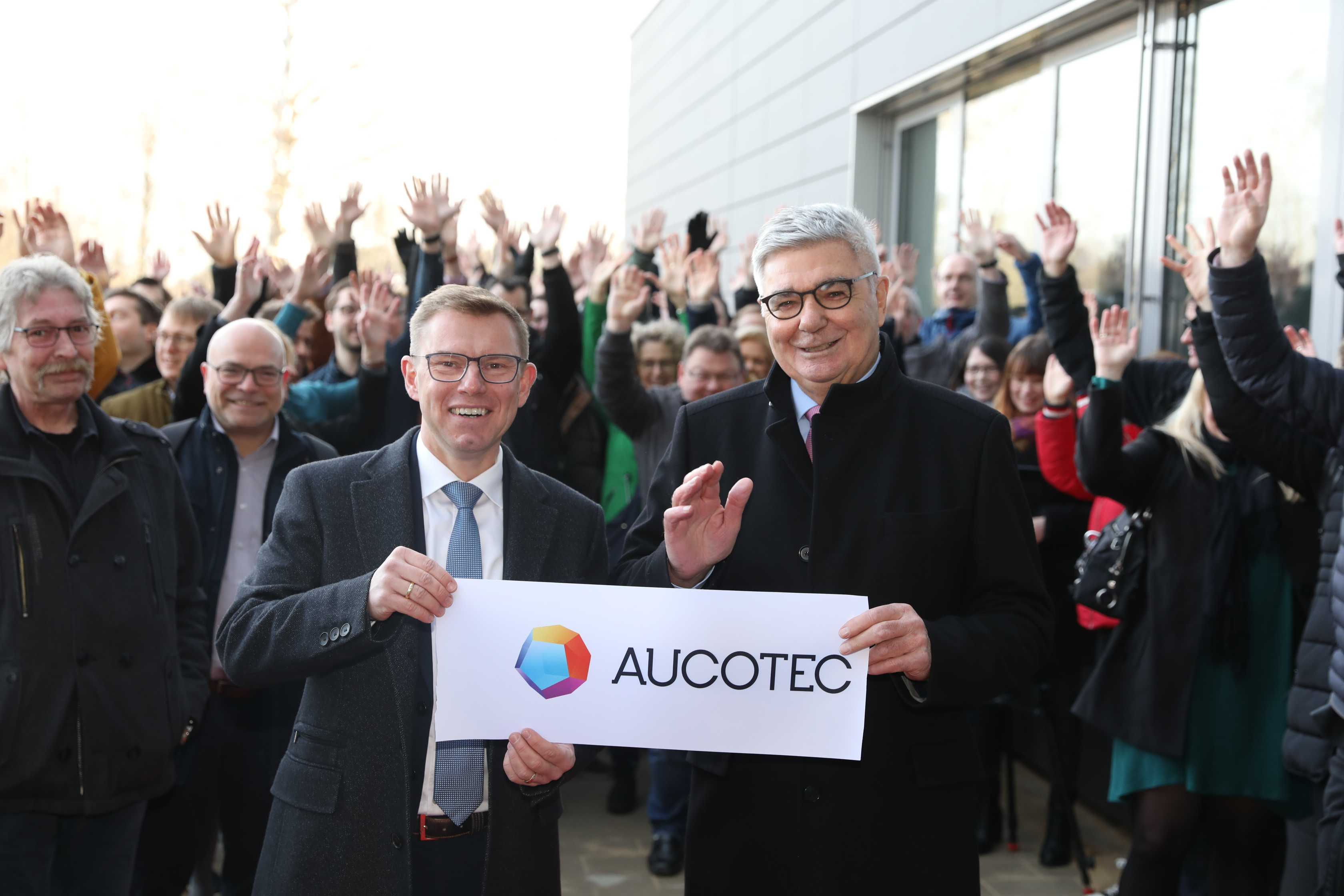 The board members Horst Beran and Uwe Vogt after cutting the opening ribbon. (© AUCOTEC AG)